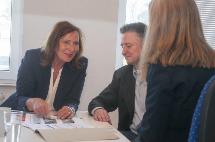 Intensive Beratung bei Immobiliengeschäften ist Pflicht - und mein umfangreiches Netzwerk von Fachleuten aus der Immobilien- und Finanzierungsbranche hilft dabei.