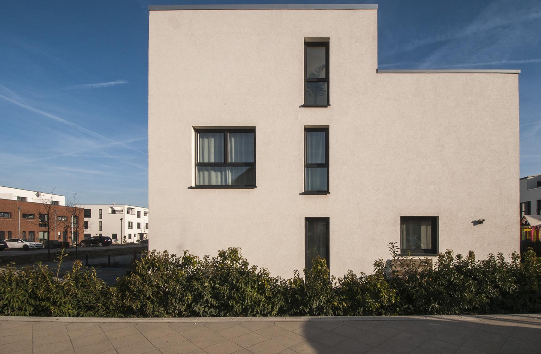 reiheneckhaus ein prachtvoller kubusbau in ahlem. Black Bedroom Furniture Sets. Home Design Ideas